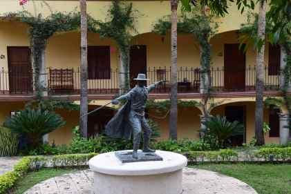 zorro-statue